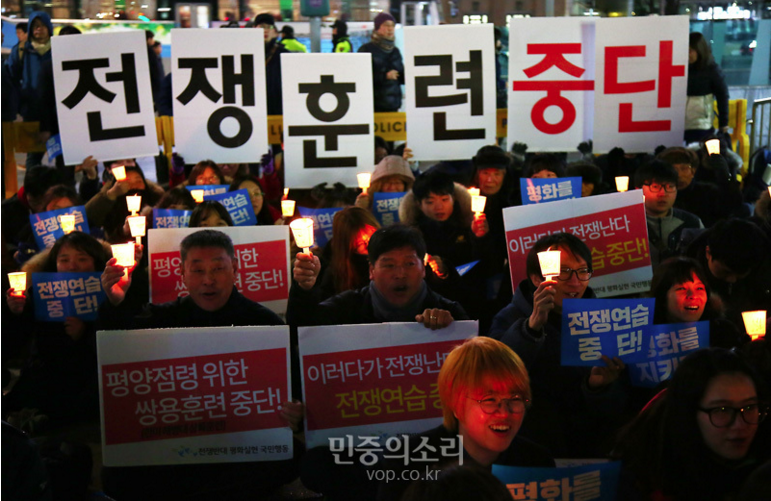 Koreans demonstrate in Seoul against US-South Korean war games.